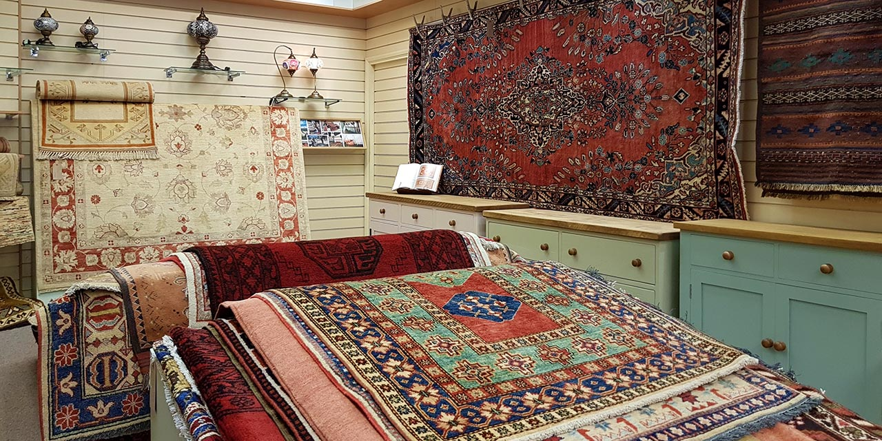 Rugs, furniture & tablelamps